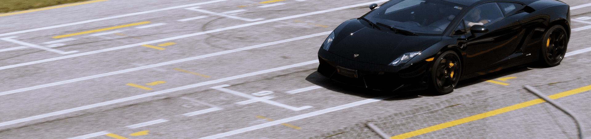 Ein Schwarzer Lamborghini Gallardo von Carschoolbox in Italien