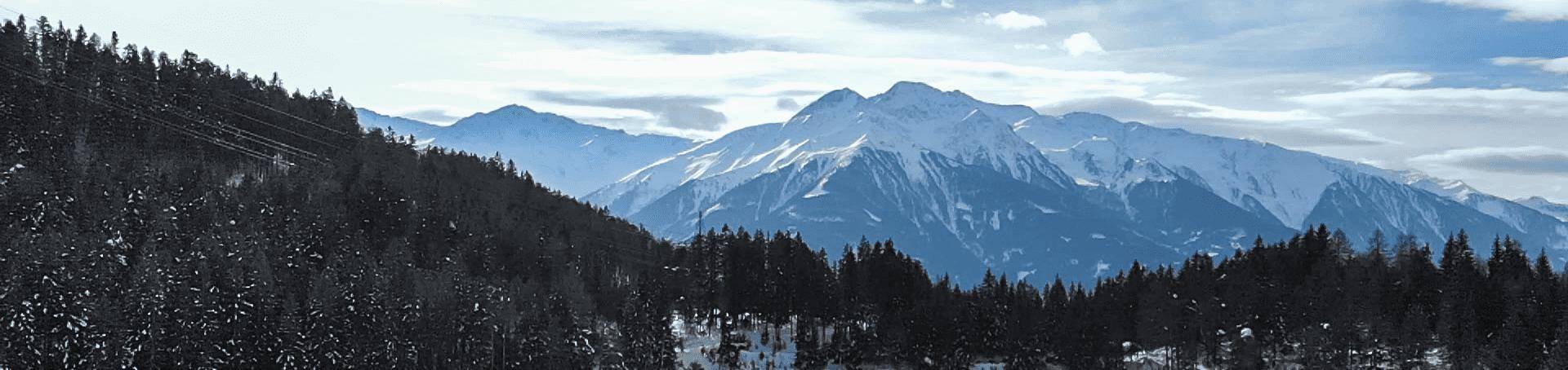 Der Ausblick auf die Berge beim Lottensee in Österreich