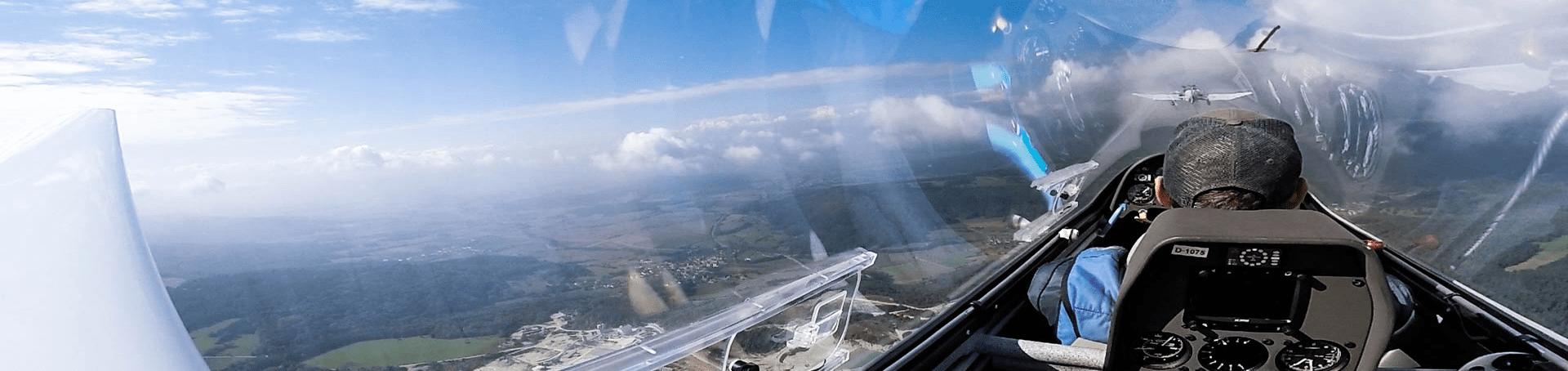 Der Ausblick aus der Luft beim Segelfliegen bei 2000 Meter Höhe