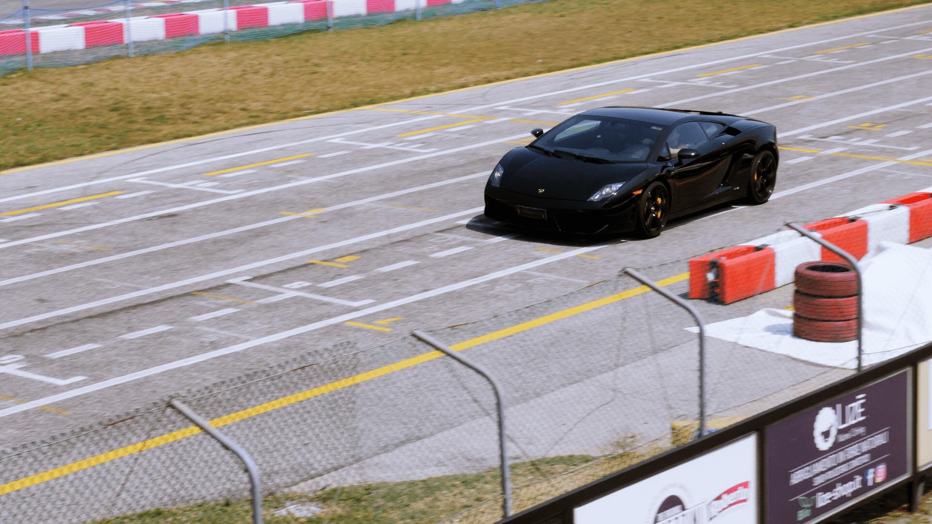 Der schwarze Lamborghini Fallardo von Carschoolbox