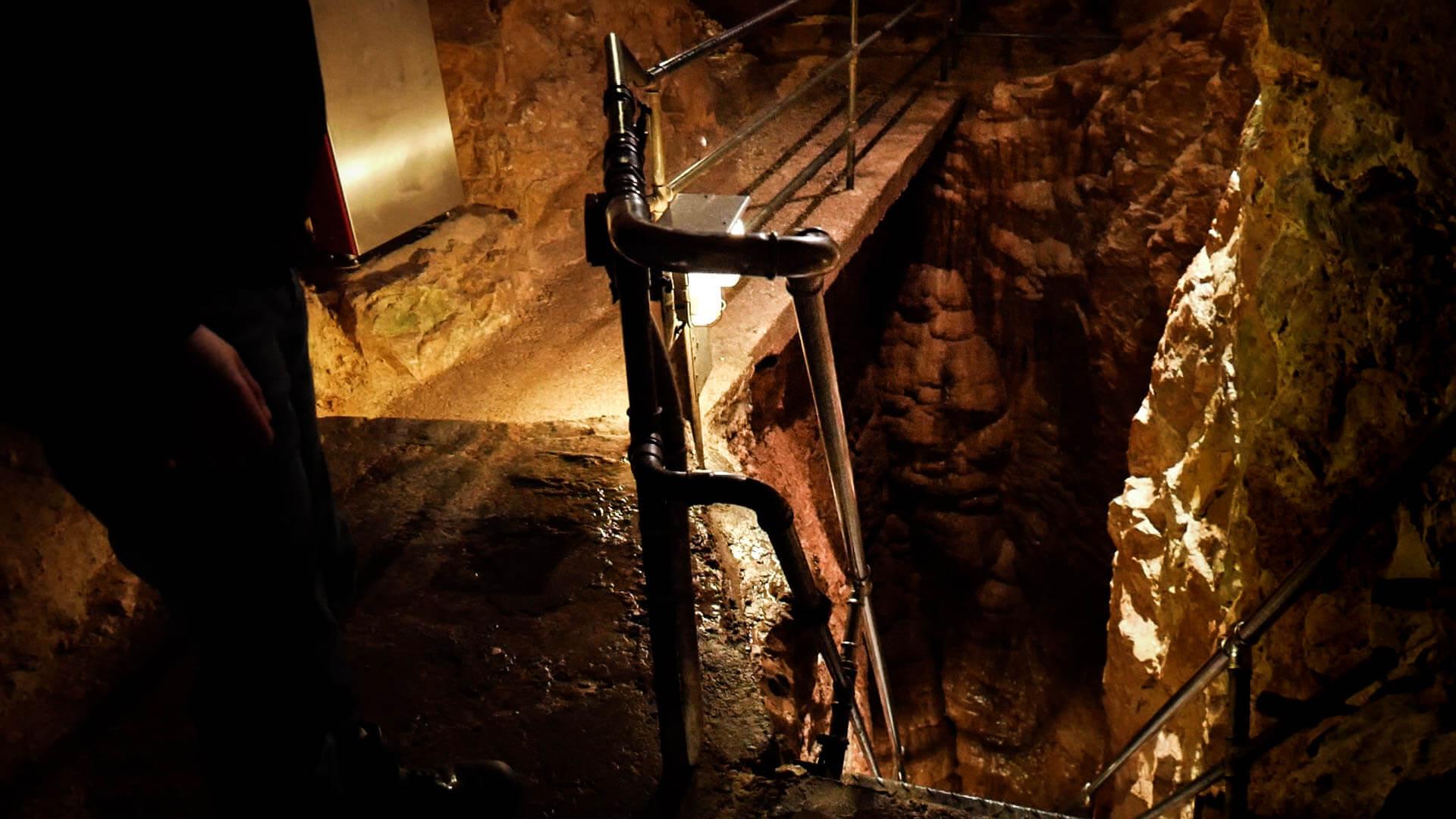 Ein Eingang in der Tiefenhöhle in Laichingen