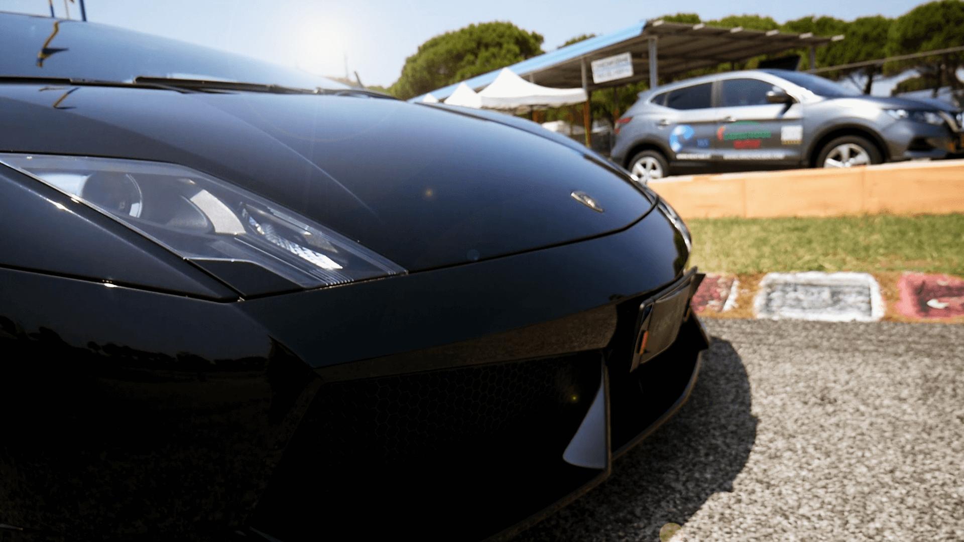 Ein Schwarzer Lamborghini Galardo