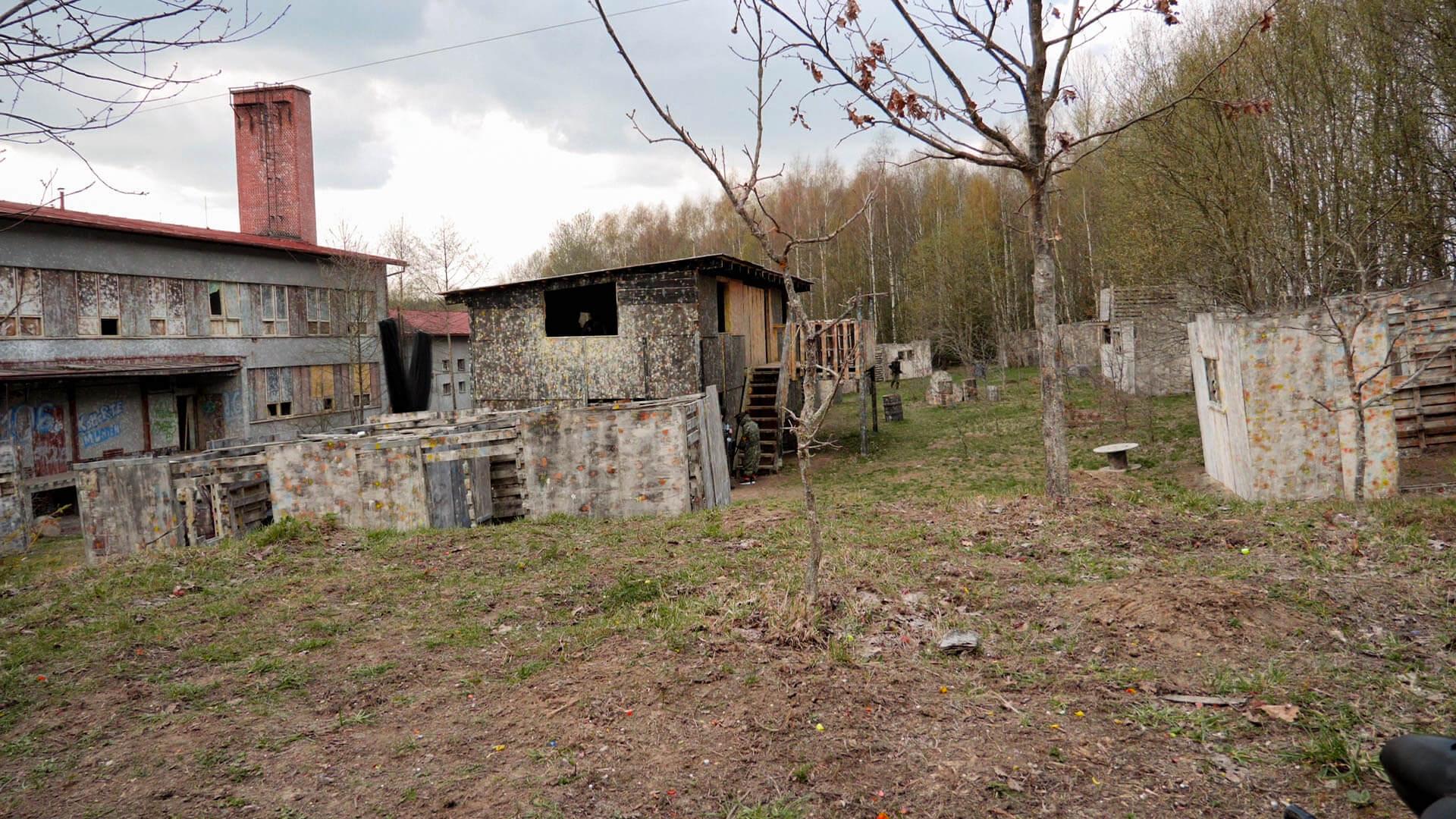 Die Häuser beim Painball spielen in Tschechien