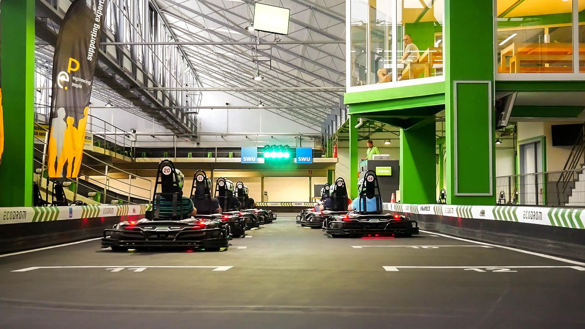 Die Startlinie im Ecodrom mit 8 Teilnehmern