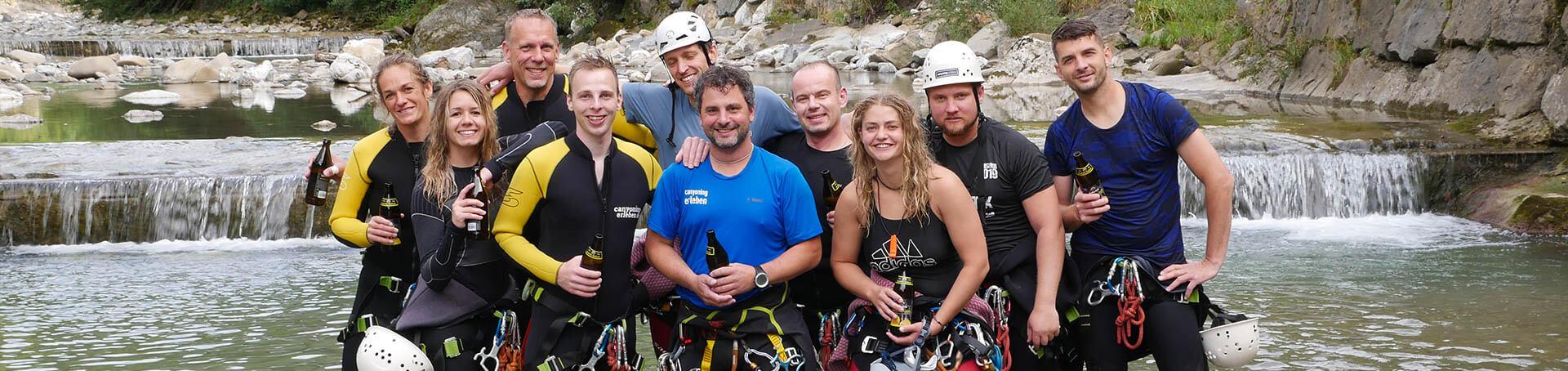 In der Kobelach ein Gruppenfoto mit Canyoning Erleben