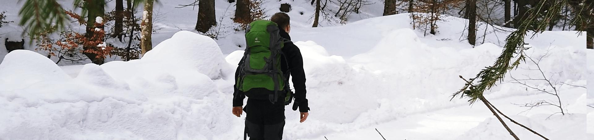 Markus wie er gerade auf dem Pfad zur Brecherspitz wandert